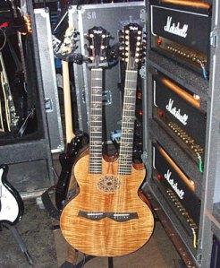 Guitarra doble marca Taylor, utilizada por Richie Sambora en esta versión de Celluloid herores