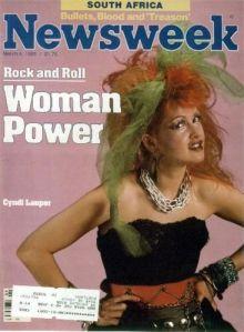 """Lauper fue un ícono feminista en su momento por su mega éxito """"Girls just wanna have fun""""; pero, lamentablemente, también le imprimió una imagen de chica chistosa que no le hace honor a sus capacidades interpretativas"""