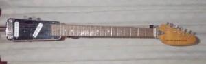 Guitarra Vox modelo Winchester, muy similar a la modificada que Frank Zapap le regaló a Warren Cuccurullo y que este utilzaa en la época en la que salió esta canción